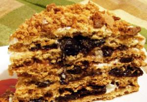 торт медовый с черносливом Царский фото