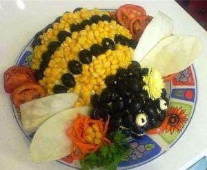 Салат с кукурузой Пчелка