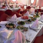 сервировка стола в ресторане фото