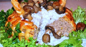 корзина из слоеного теста с грибами и мясом фото