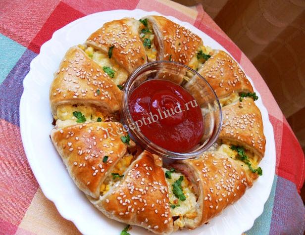 Пирог-венок с беконом фото