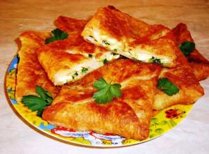 пирожки из слоеного теста с яйцом и луком фото