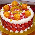 торт с клубникой и взбитыми сливками фото