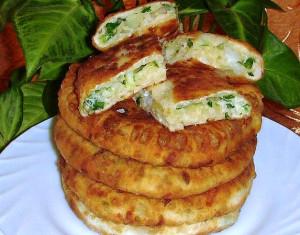 сырные лепёшки с зелёным луком и яйцом фото