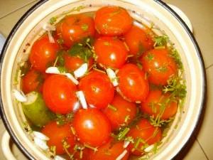 ассорти - помидоры с огурцами фото