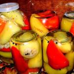 Рецепт заготовки из перцев с овощами и медом фото