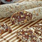 Финиковая колбаска Вкусный и полезный десерт из сухофруктов.