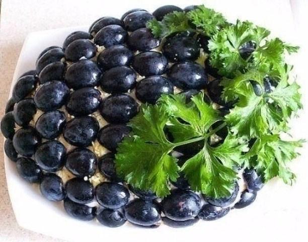 Салат с курицей «Гроздь винограда»