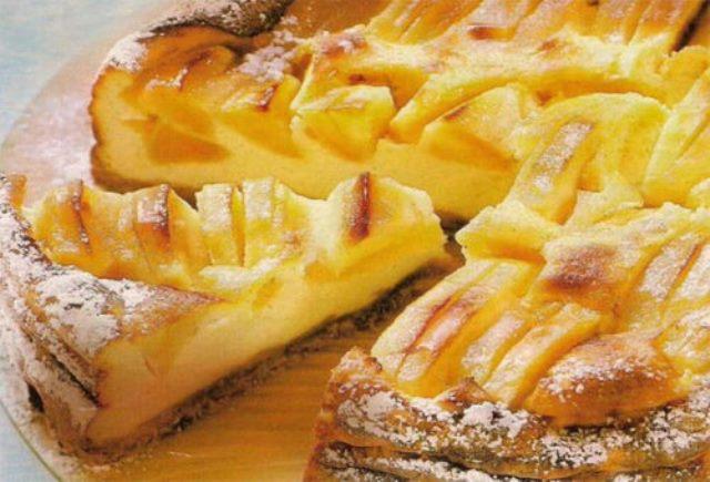 Яблочный пирог на молоке.  Устоять невозможно, пока пирог в духовке, аромат уже сводит с ума, что уж говорить, когда на стол его ставишь!