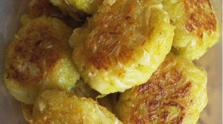 Капустные котлеты – блюдо, которое прекрасно впишется в рацион тех, кто придерживается поста! Сочные и вкусные!     Капустные котлеты хороши с любыми крупами и овощами!