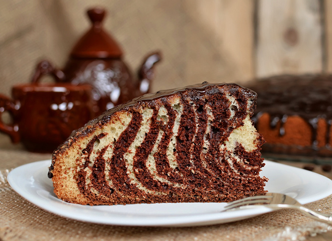 """Пирог """"Зебра"""": рецепт нарядного угощения на праздничном столе"""