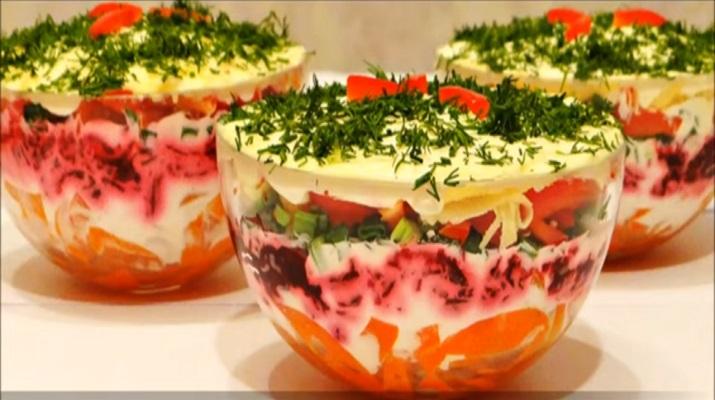 Вкусный слоеный салат с болгарским перцем