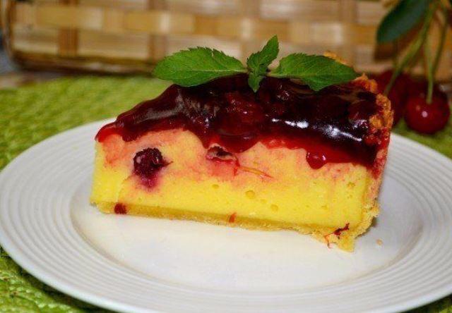 Творожный пирог с вишневым соусом