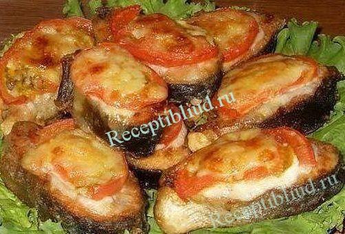 Запеченная рыба с помидорами