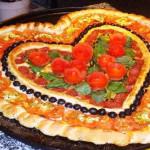 пицца в форме сердца фото