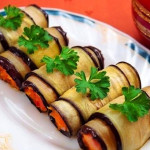 рулетики из баклажанов с помидорами фото