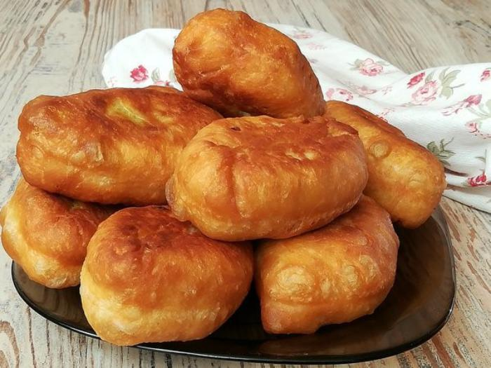 Невероятно мягкие и пышные пирожки на кефире за 30 минут