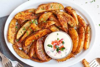 Покоряет сразу, хоть каждый день готовь! Невероятные картофельные дольки с сыром