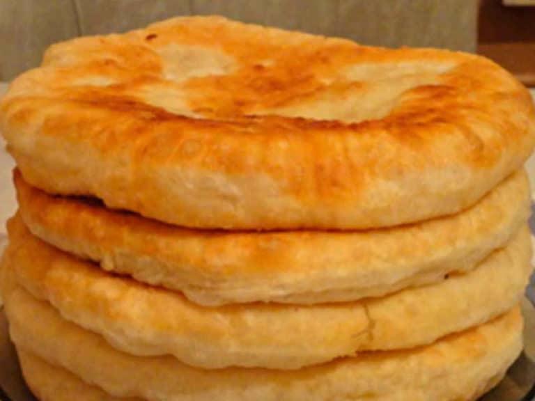 С этим рецептом забудешь что такое хлеб! Пушистые лепешки на кефире