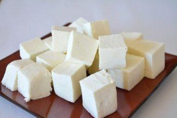 Домашний сыр Панир. Готовится всего из 2 ингредиентов, получается вкусным. Отличная альтернатива покупному сыру!